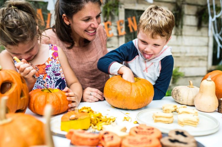 Parent-and-child-with-pumpkins