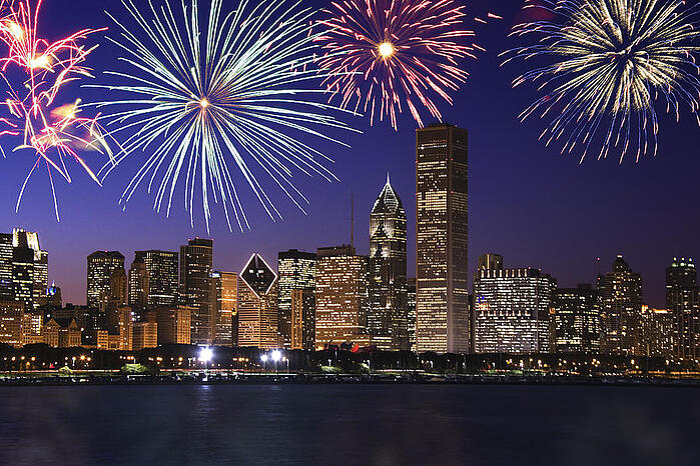 fireworks-over-chicago-skyline-thinkstock